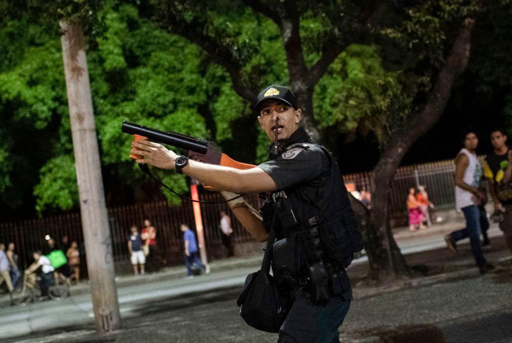 Atacatorul din Rio de Janeiro, care a luat ostatici într-un autobuz, a fost împușcat