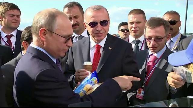 """Putin l-a scos pe Erdogan la o înghețată lângă Moscova. """"Plătiți și pentru mine?"""""""