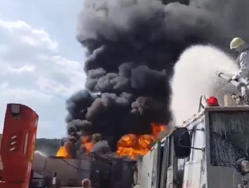 Fum toxic în Vâlcea după o explozie la o fabrică de vopsele. Mesajul RO-Alert