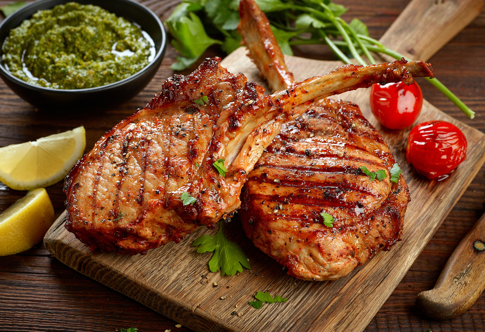 Ce ingrasa mai tare: carnea de pui, branzeturile sau ceafa de porc? Raspunsul e surprinzator