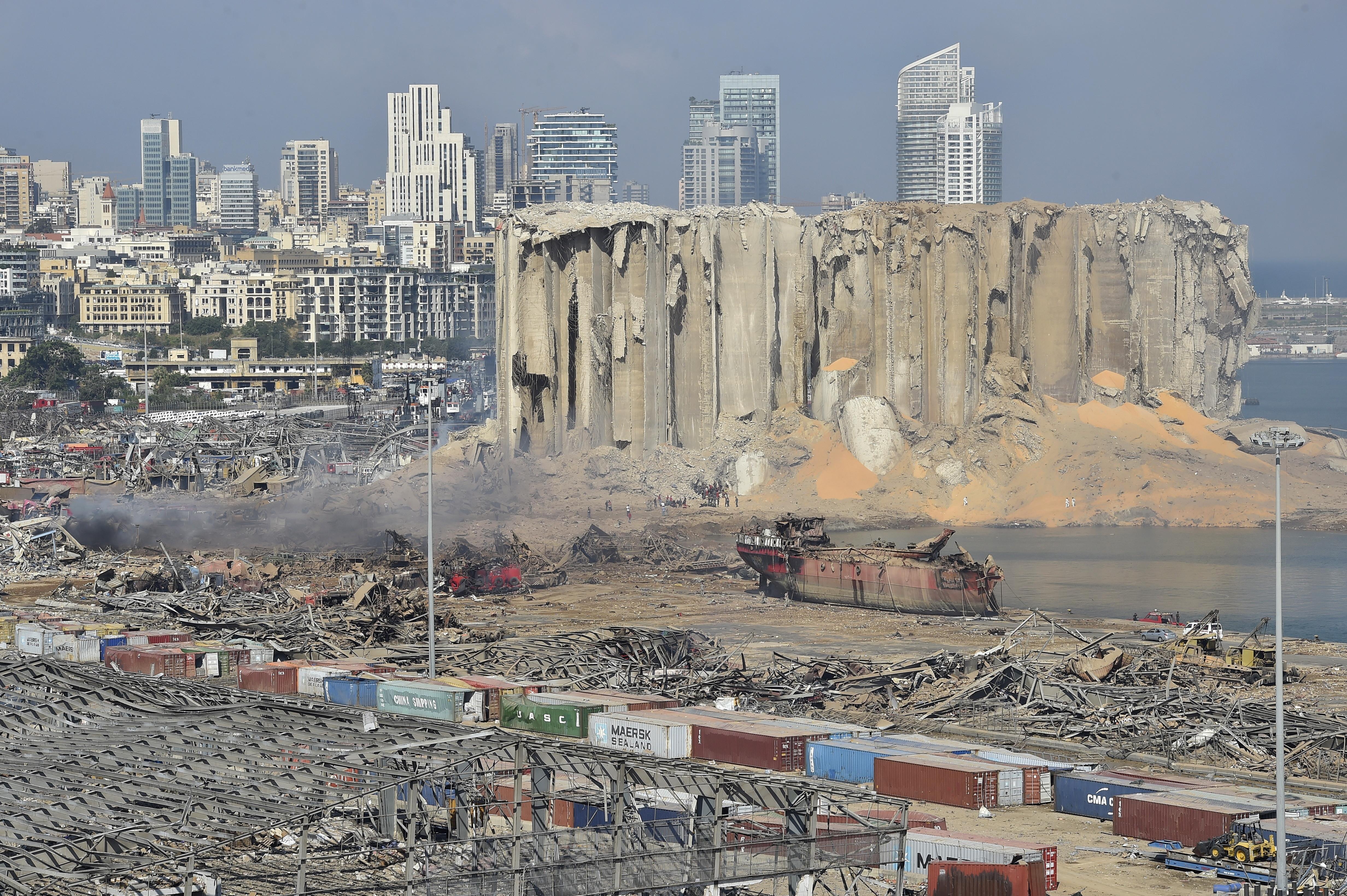 Explozie devastatoare în Beirut. Peste 200.000 de oameni au rămas fără locuinţe