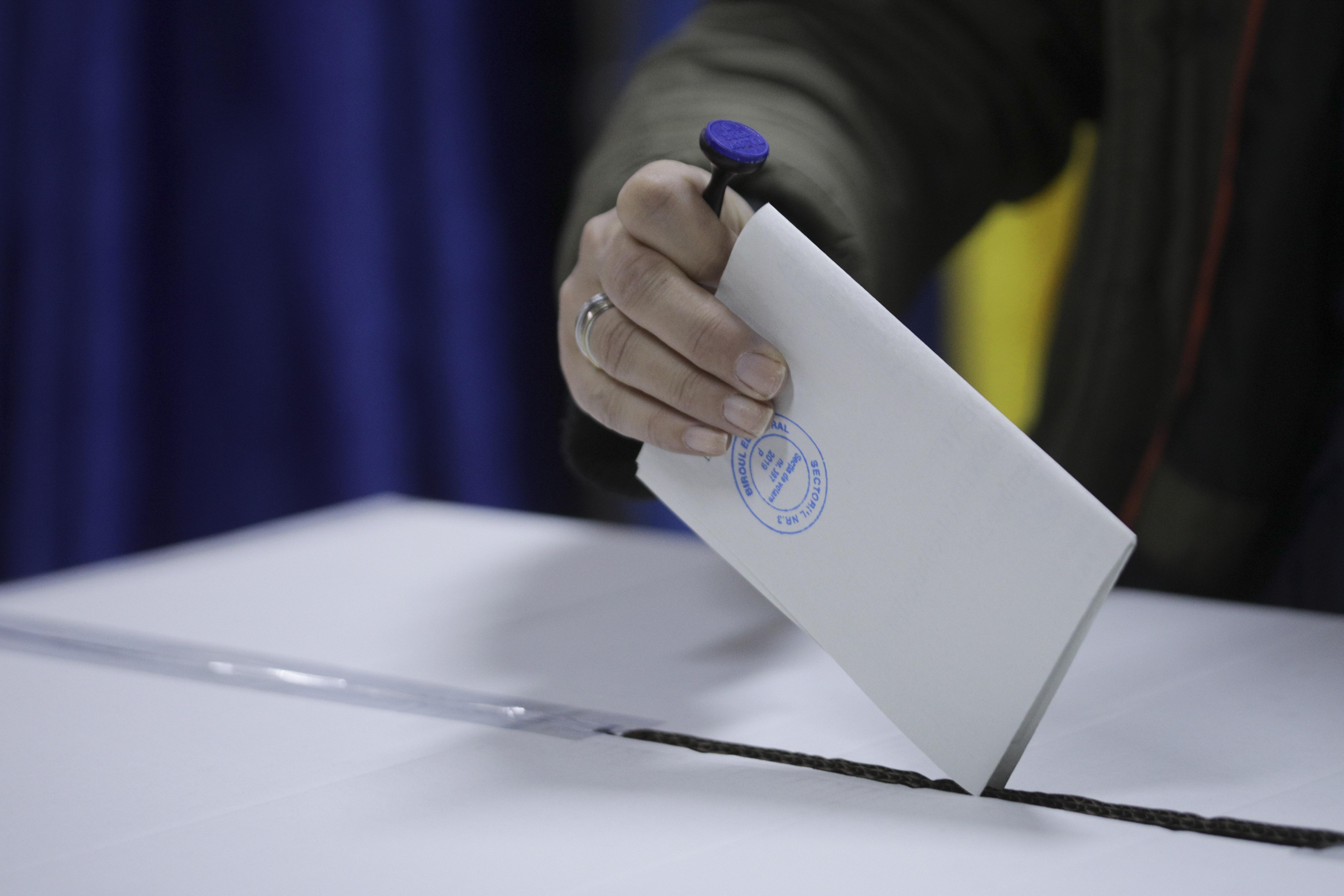 AEP: Bolnavii de Covid-19 vor putea cere urna mobilă la alegerile locale