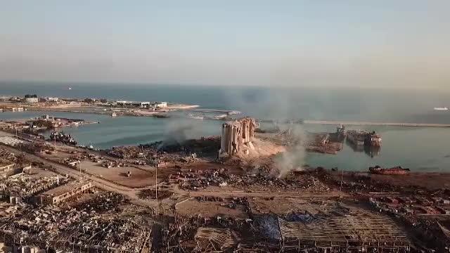 Crater adânc de 43 m după exploziile din Beirut. Noi imagini din dronă cu orașul devastat