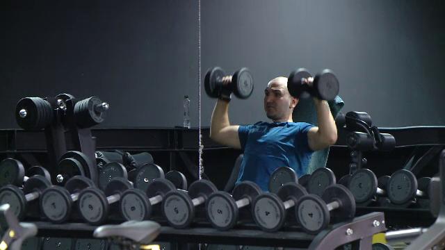 """Tot mai mulți români apelează la antrenori de fitness online. """"S-a dezvoltat mai mult acest concept"""""""