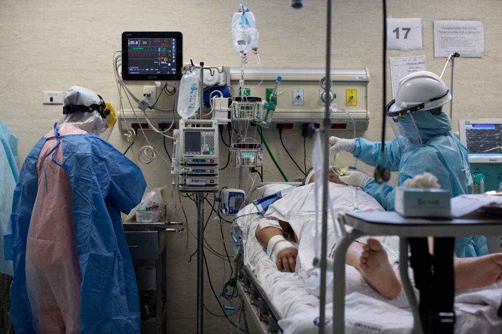 """Un bolnav de Covid-19 din Sibiu a murit aşteptând să se elibereze un loc la ATI. """"85% din pacienții intubați se duc"""""""