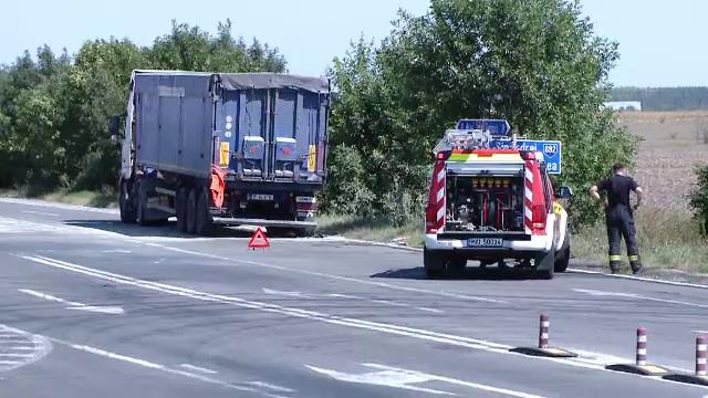 Roata unui TIR care transporta o substanță asemănătoare celei care a provocat explozia din Beirut a luat foc lângă Timișoara