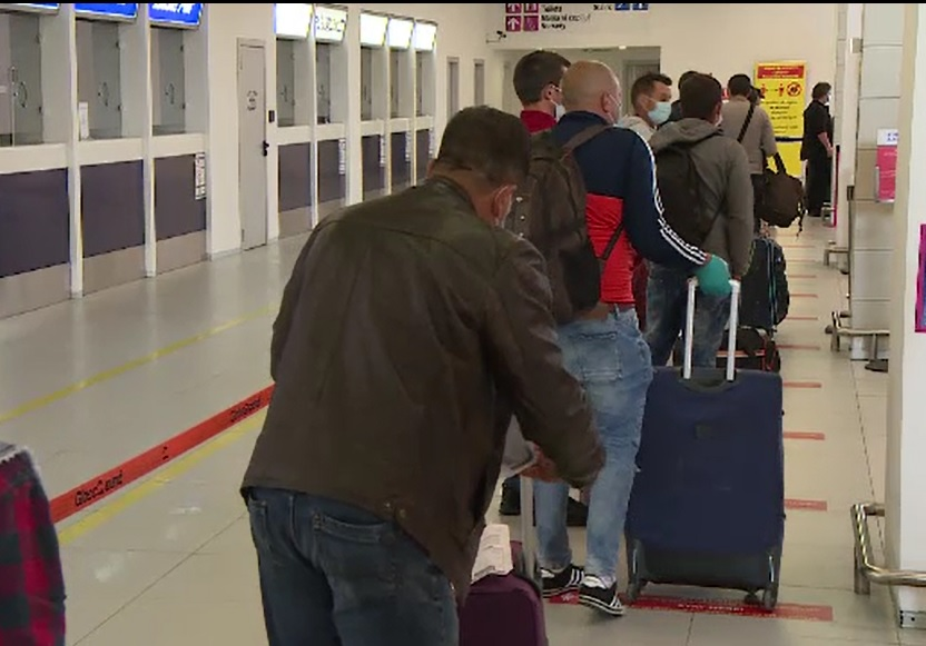 Scandal pe aeroportul Otopeni: 100 de români nu au fost lăsați să intre în țară mai multe ore. Care e motivul