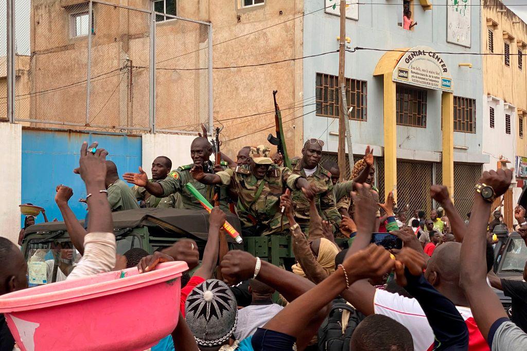 VIDEO. Lovitură de stat în Mali. Președintele și premierul au fost arestați de militari
