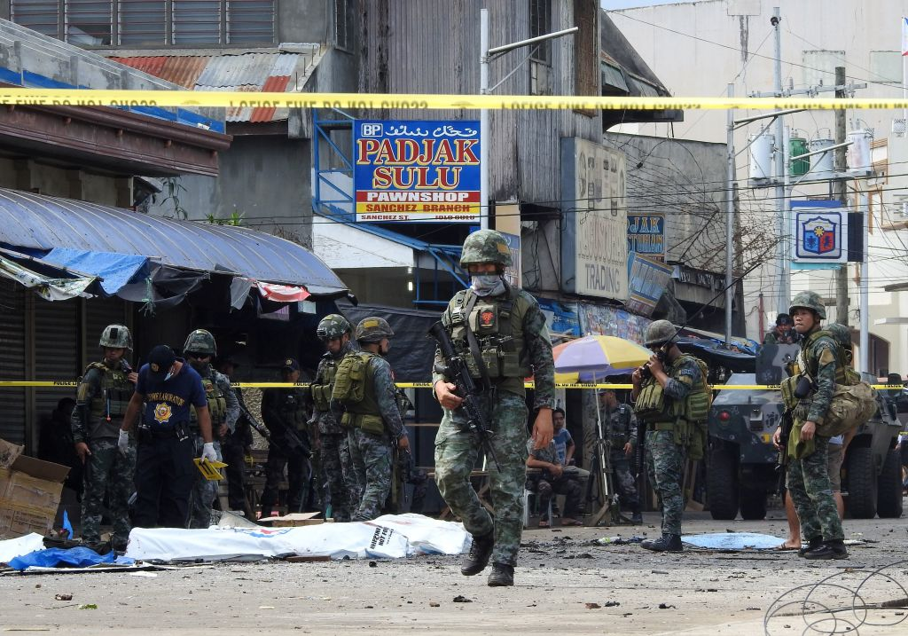 FOTO. Explozie puternică în Filipine, soldată cu cel puţin cinci morţi și mai mulți răniți