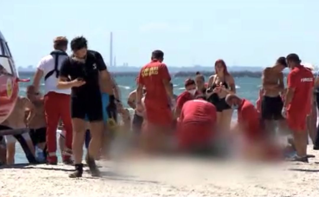 Un tânăr s-a înecat la Corbu, iar altul a fost salvat de turiști. De ce e foarte periculoasă marea la sfârşit de august