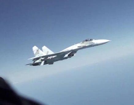 Bombardier american, interceptat periculos de două avioane de luptă rusești deasupra Mării Negre