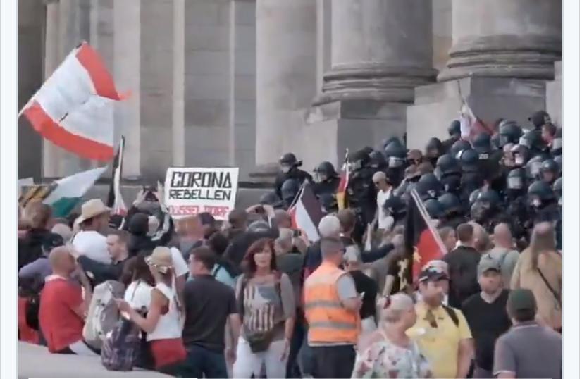 "Manifestanții ""anticorona"" din Berlin au luat cu asalt Parlamentul. Protestatarii au scandat ""Putin, Putin"""