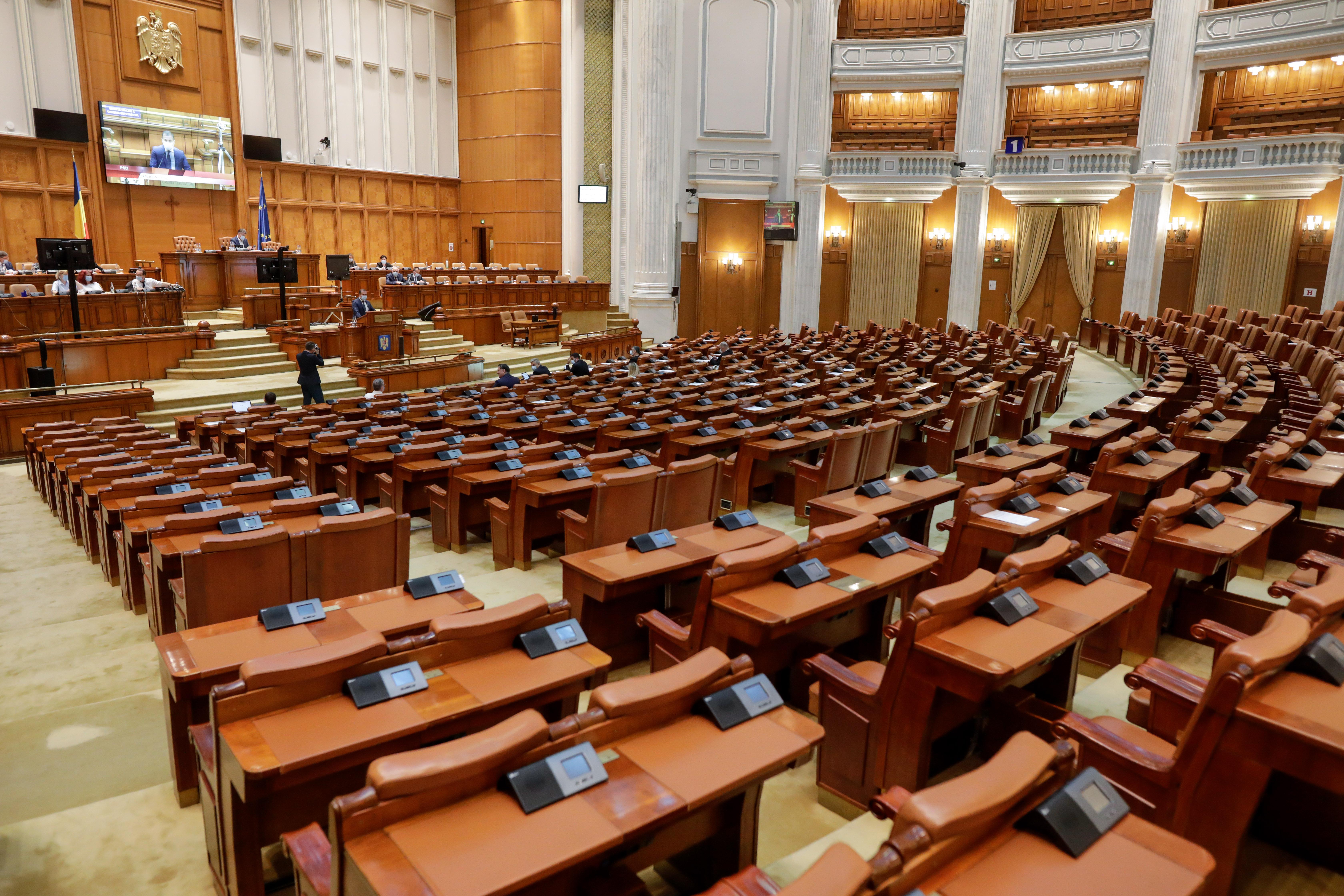 PSD a depus moţiunea de cenzură. Grindeanu: Românii au sărăcit, numai în mintea lui Cîțu o duc mai bine