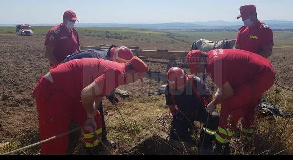 Un bărbat din Suceava a vrut să-și salveze capra, din fântână. A căzut peste ea