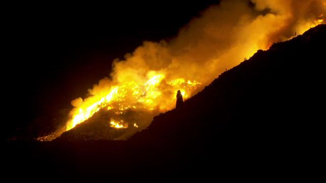 Incendiu puternic în centrul Aradului, după ce groapa de gunoi a orașului a luat foc. A fost emisă o avertizare RO-Alert
