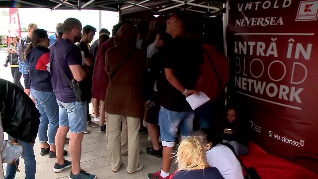 Caravana mobilă de donare de sânge, Blood Network, a ajuns la Târgu Mureș. Zeci de tineri au primit un bilet la Untold
