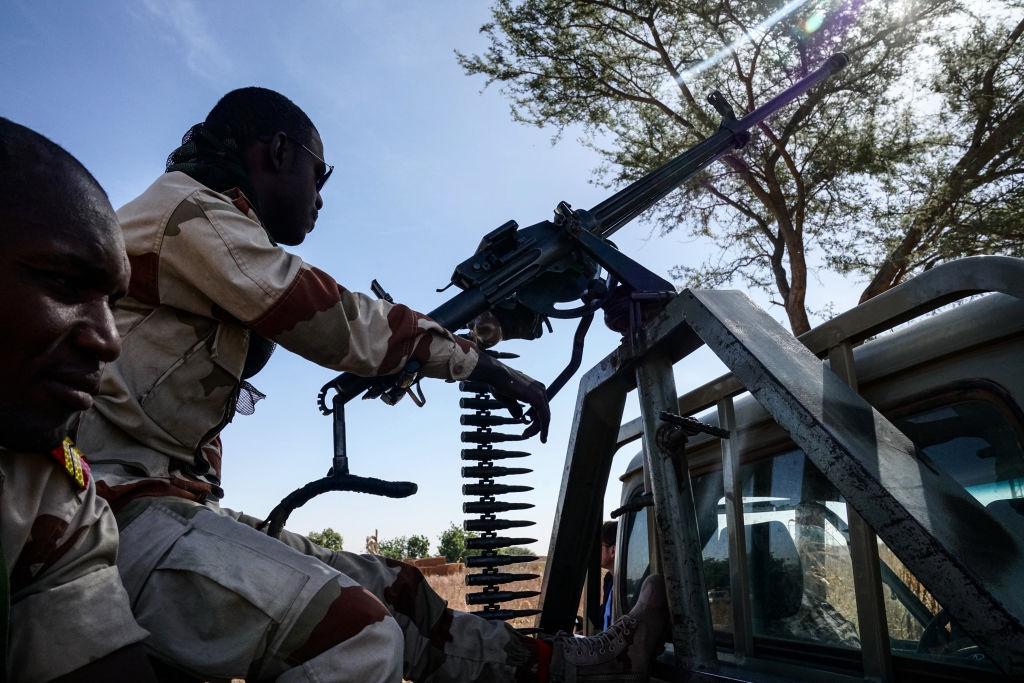 15 militari ucişi, şase daţi dispăruţi după un atac