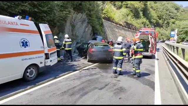 """Accident cu 8 victime pe Valea Oltului. Șoferul vinovat nu știe cum a ajuns pe contrasens: """"Cred că am ațipit, nu știu"""""""