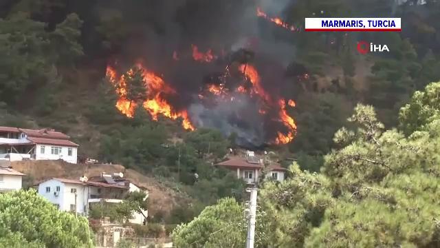 Incendiile de vegetație fac ravagii în Turcia. Flăcările amenință hotelurile, iar turiștii sunt evacuați de pe plaje