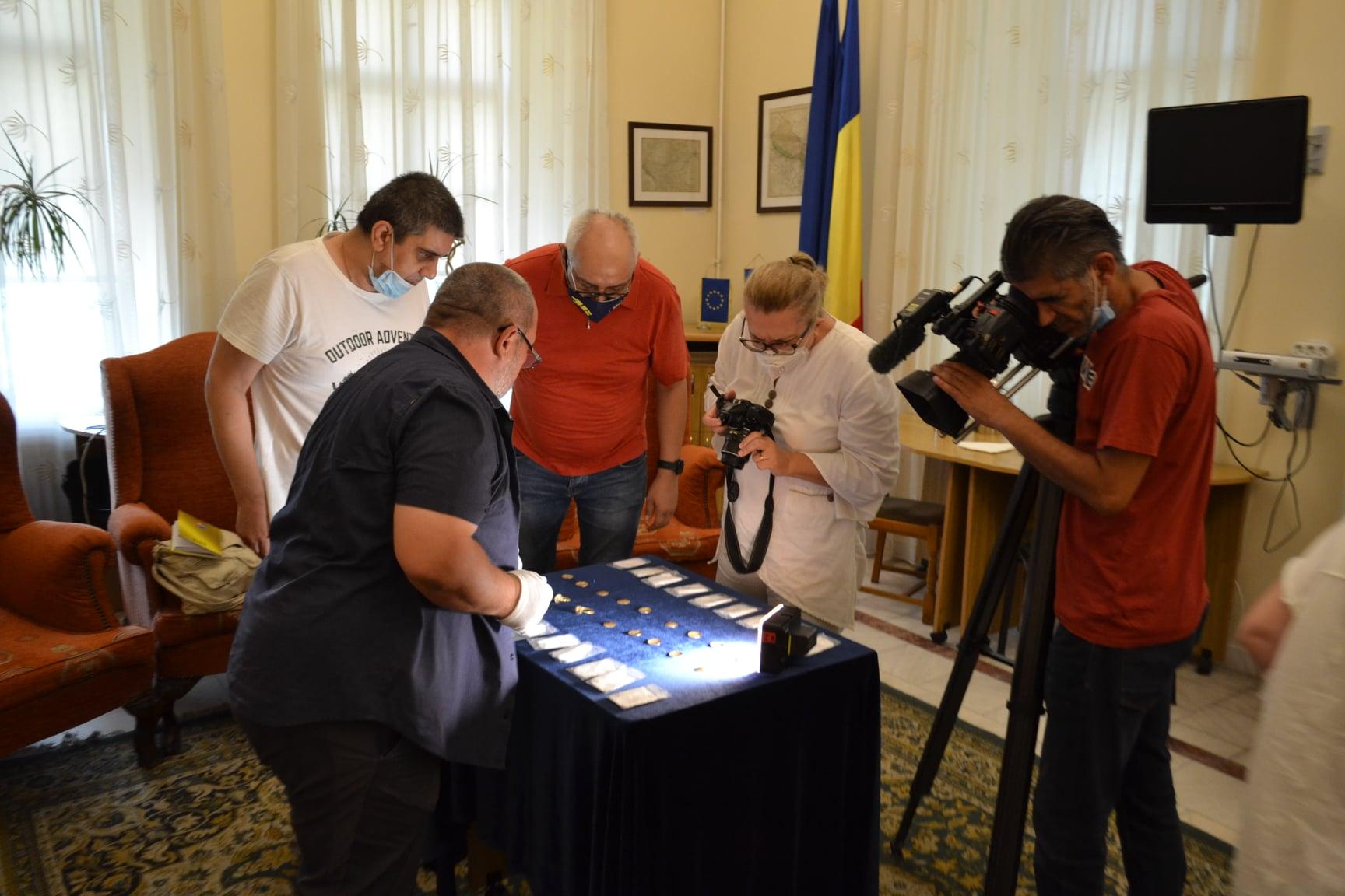 Un pasionat de istorie a descoperit o comoară cu detectorul de metale, în Prahova. GALERIE FOTO