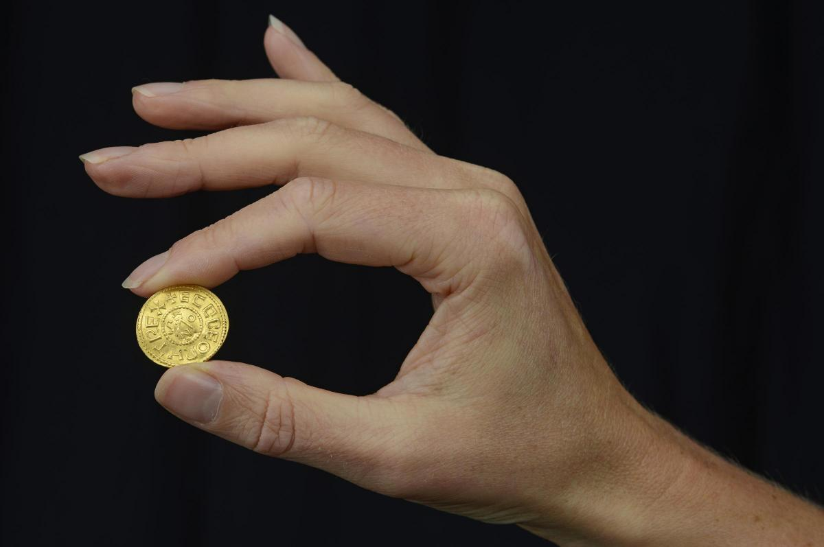 O monedă de aur extrem de rară a fost descoperită pe un câmp. Se cere un preț uriaș la licitație