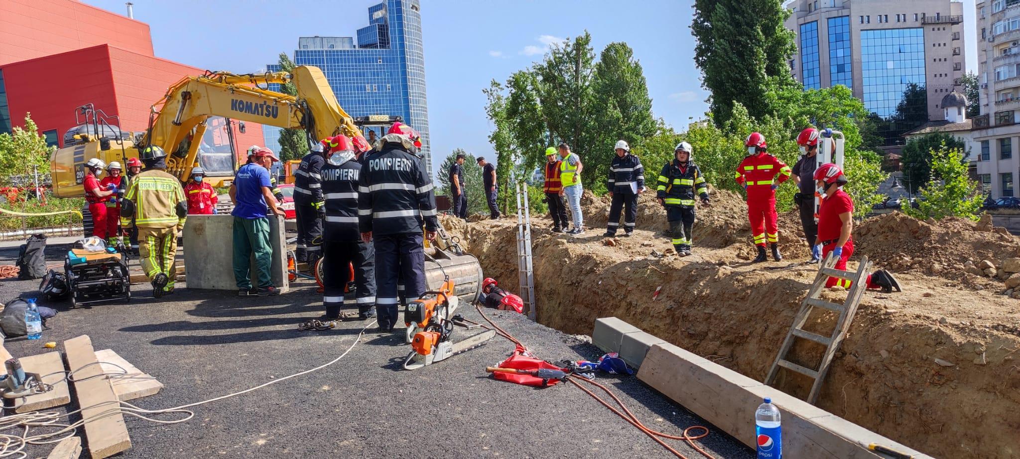 Un mal de pământ s-a prăbușit peste mai mulți muncitori pe un șantier din Capitală. Doi oameni au murit