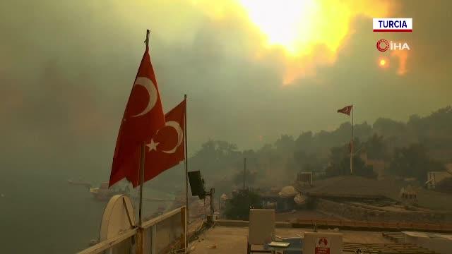 Zeci de mii de români aflați în vacanță în Turcia, Grecia și Italia asistă la un dezastru natural