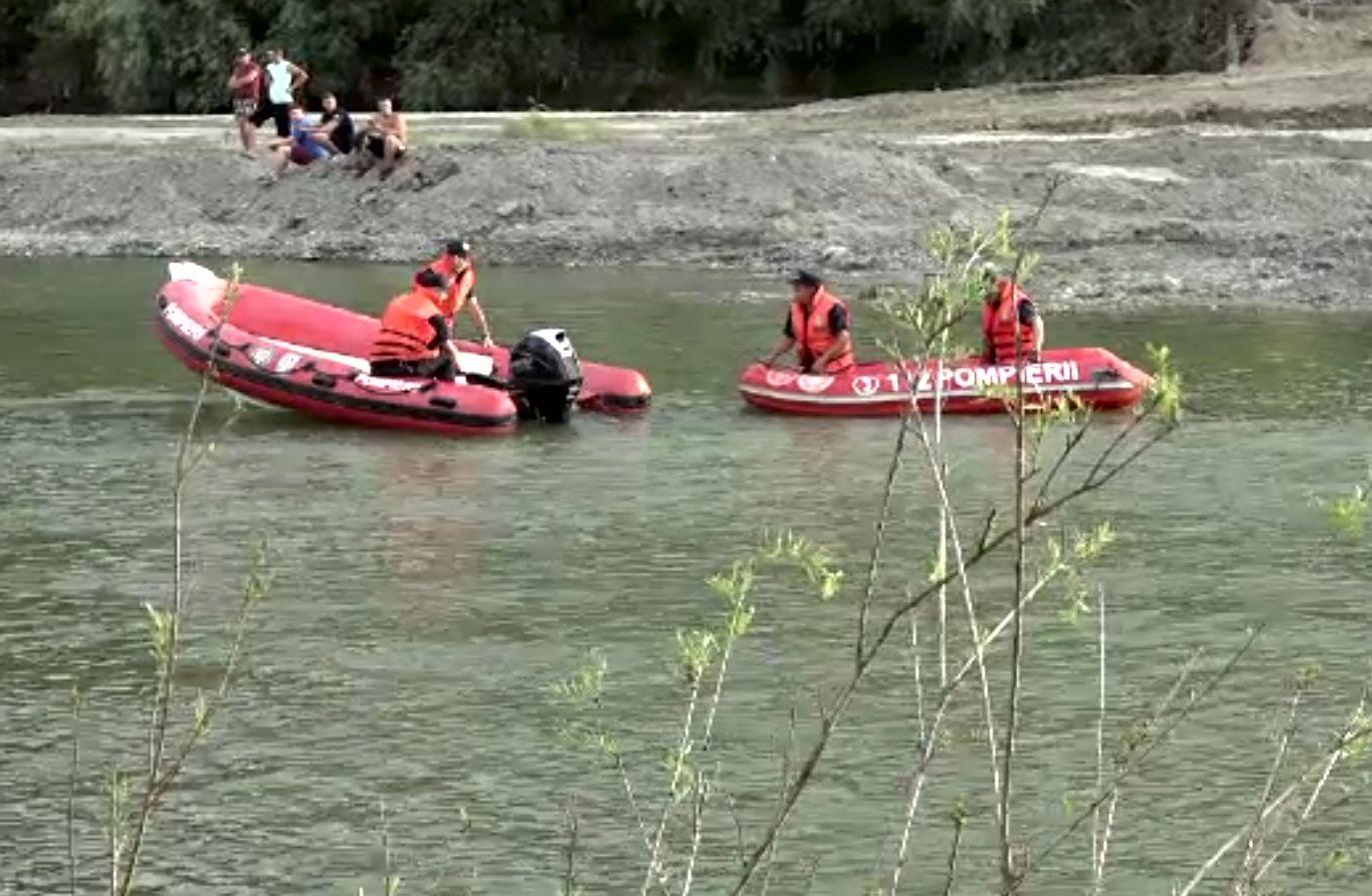 Un adolescent s-a înecat în Siret, după ce a intrat în zona unei balastiere. Curenții l-au tras la fund