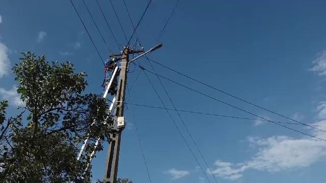 Tată și fiu, din Mureș, electrocutați când treceau un pârâu cu o căruță