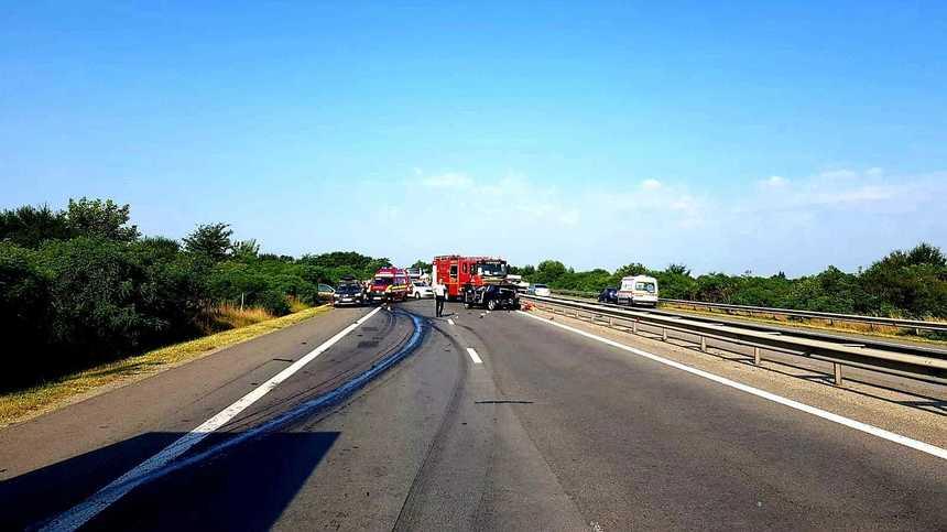 Accident violent pe autostrada A1. Două persoane au murit şi alte patru au fost rănite