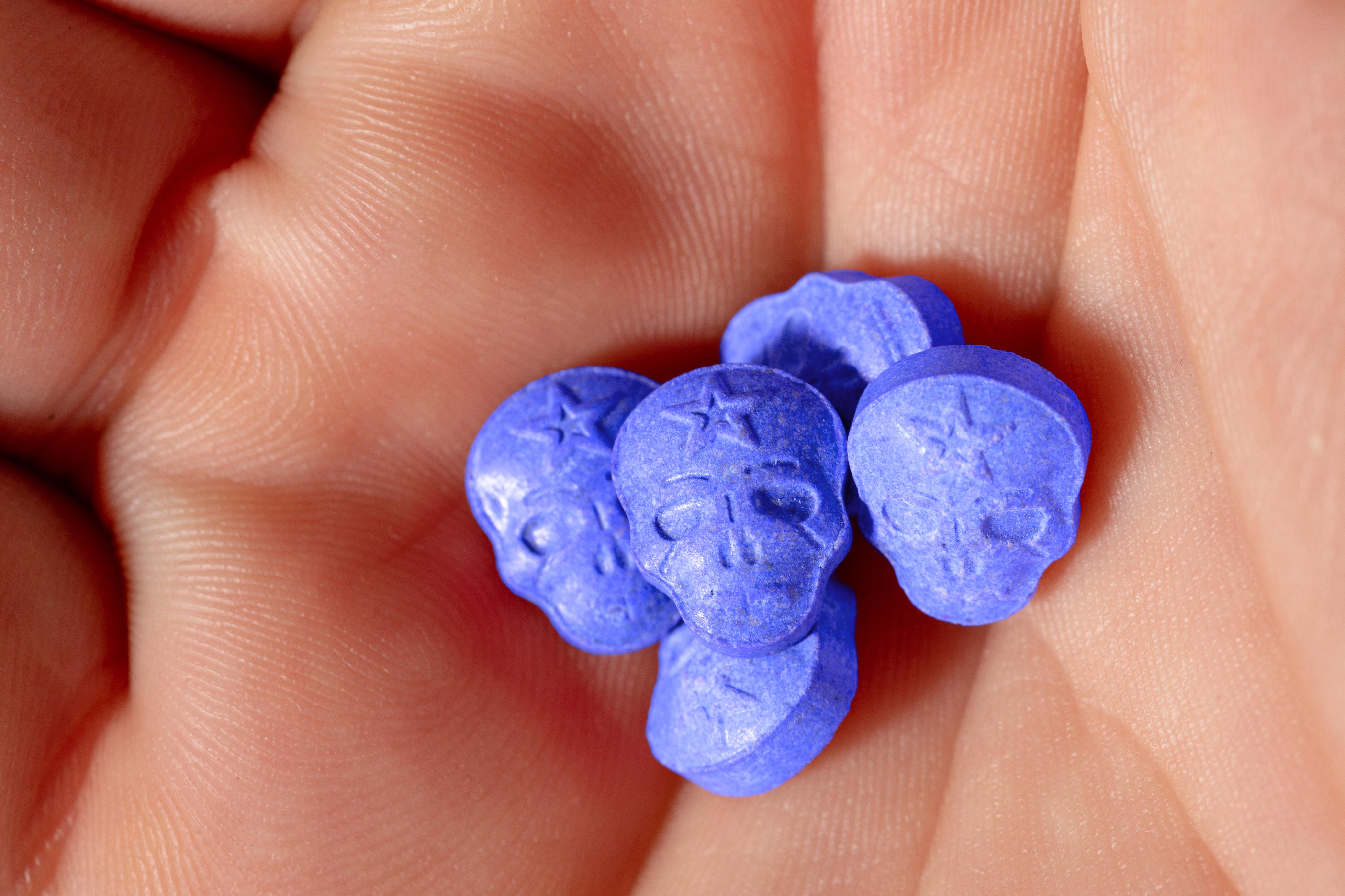 Tesla Blue, pastila care face ravagii în cluburile din Marea Britanie. Avertismentul managerului unui local
