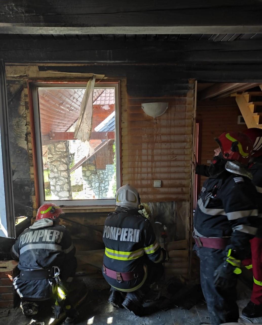 Cum a salvat un pompier aflat în timpul liber o cabană cuprinsă de flăcări. VIDEO