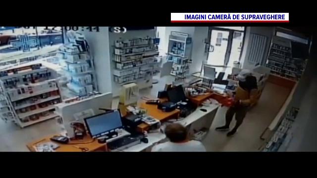 Atac într-o farmacie din Capitală. Un tânăr înarmat cu un cuțit a furat peste 2.000 de lei