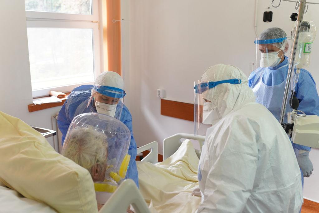 Reprezentanți Spital Sfântu Gheorghe: Mulţi pacienţi vin în stare gravă la spital; se tratează acasă cu ceai şi pălincă