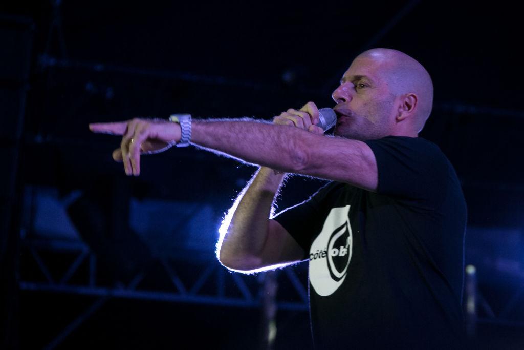 Un cunoscut rapper francez, care contesta paşaportul sanitar şi vaccinarea obligatorie, este la terapie intensivă cu Covid-19