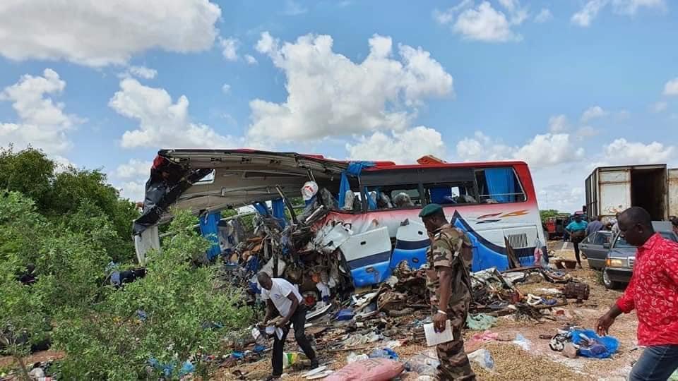 Cel puţin 40 de morţi şi 33 de răniţi într-un accident rutier în Mali. FOTO