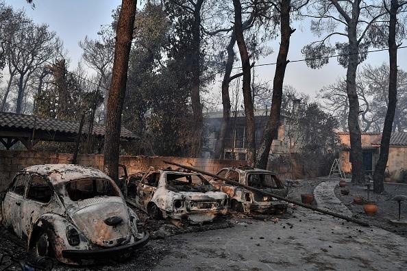 """""""Aerul era irespirabil, am crezut că murim cu uşile închise"""". Mărturia unei românce din Atena, devastată de incendii"""