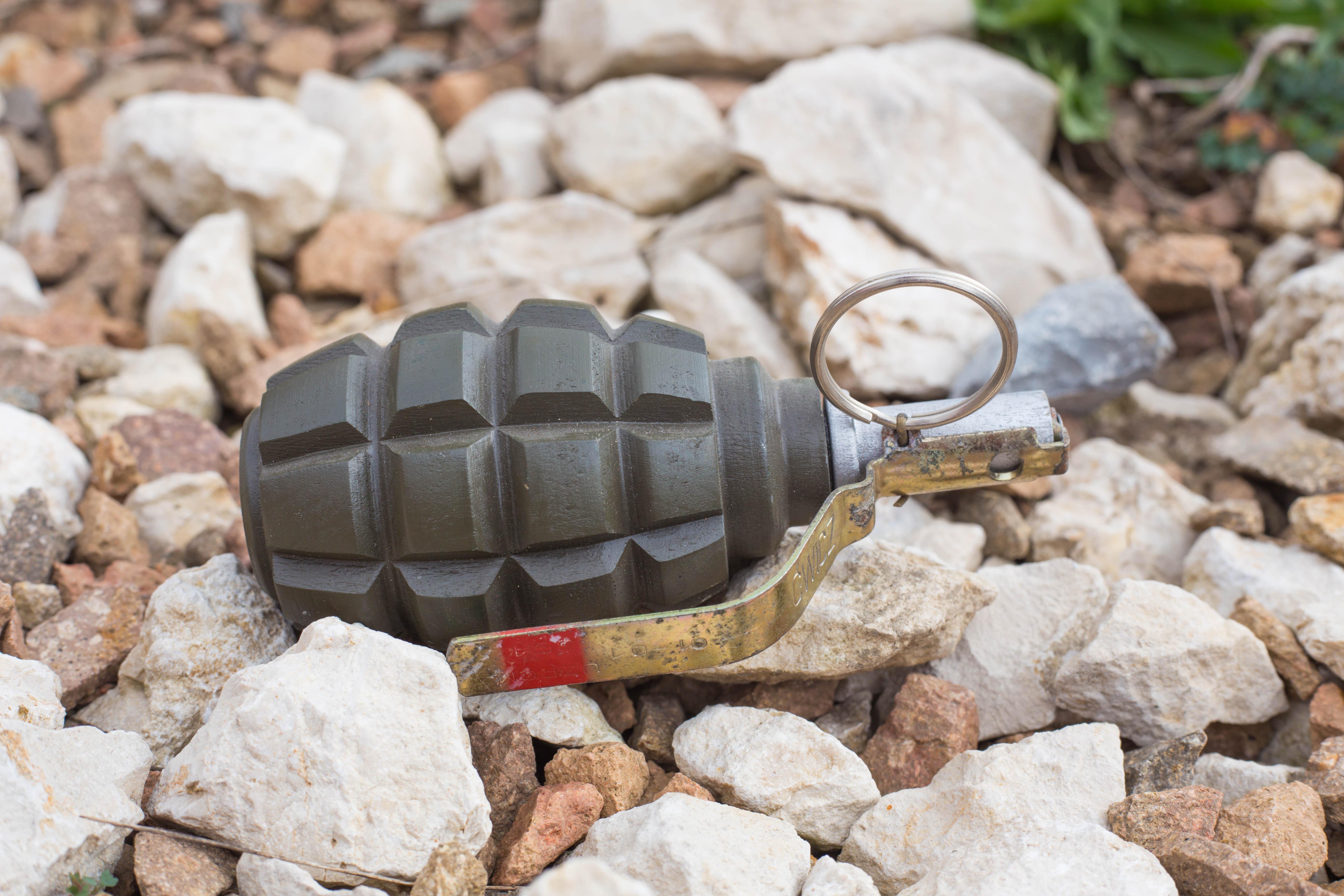 O sculptură în forma unei grenade a oprit la sol un avion, în Frankfurt. A fost nevoie de intervenția geniștilor