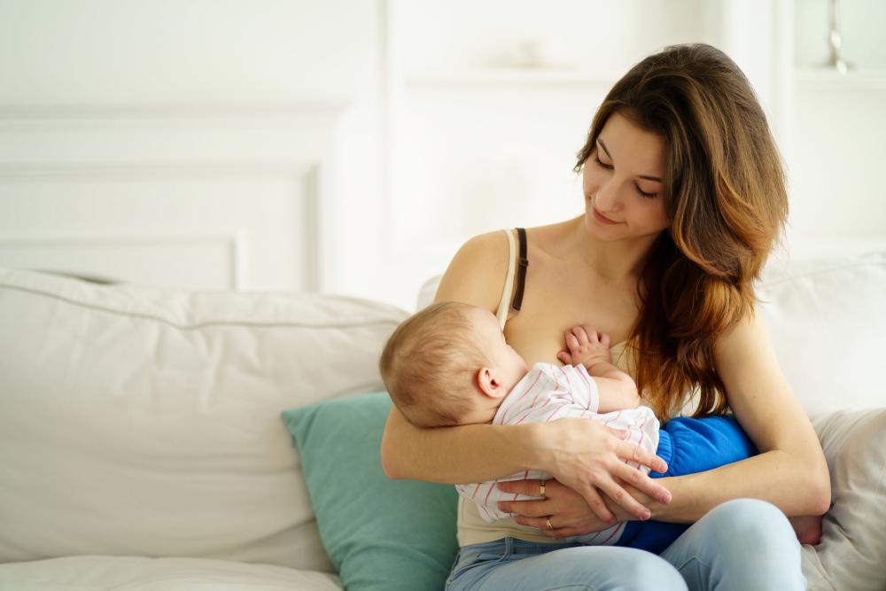 Vaccinarea în timpul alăptării este sigură și indicată pentru protecția copilului, transmite OMS
