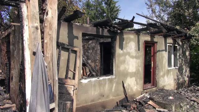 Un bărbat din Neamț a murit într-un incendiu după ce a adormit fumând