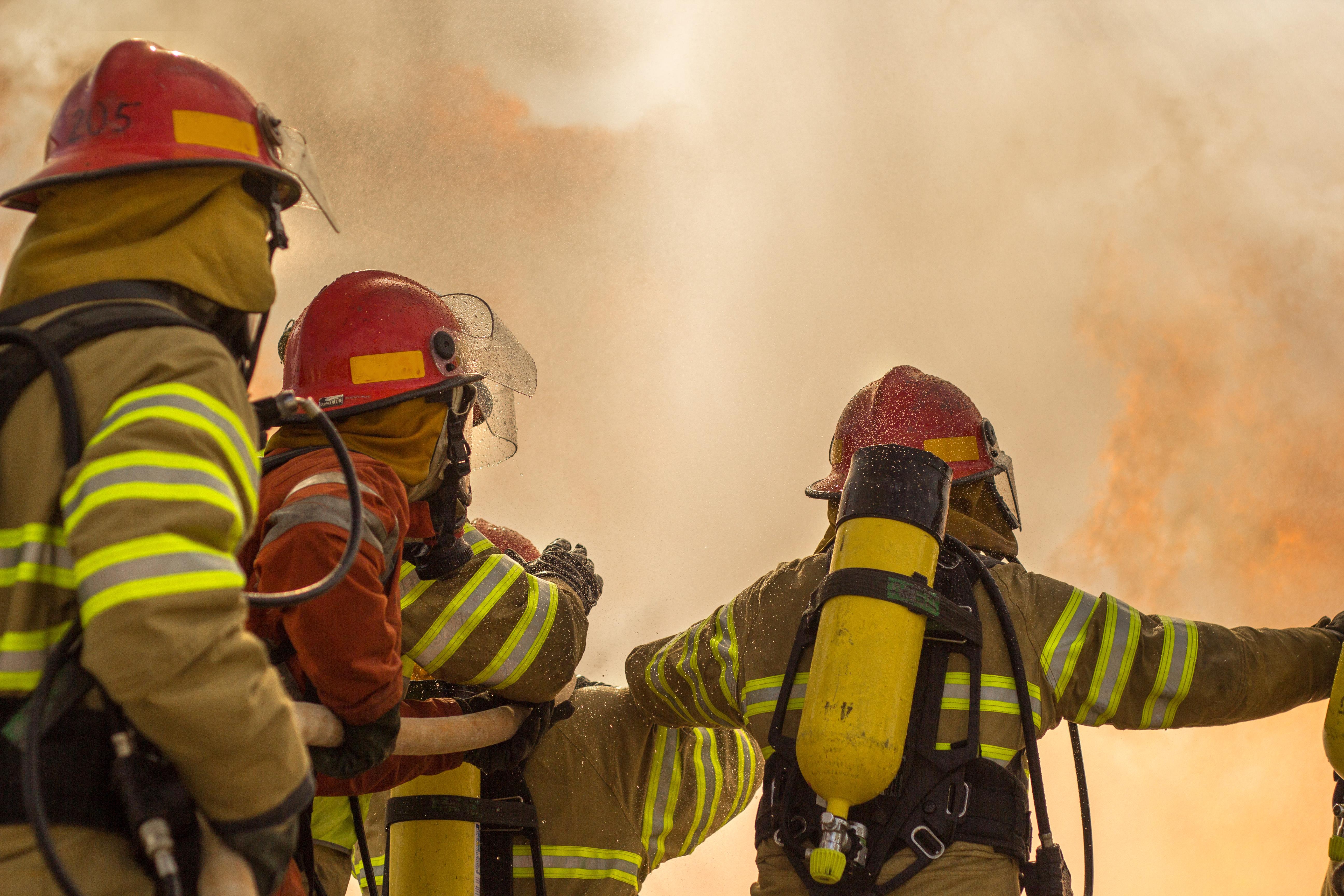 Cinci copii lăsați singuri acasă au murit, în urma unui incendiu. Mama lor a încercat să îi salveze