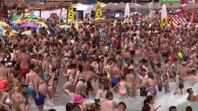 Toată România s-a mutat la mare. Oamenii au stat și câte șapte pe un prosop. GALERIE FOTO