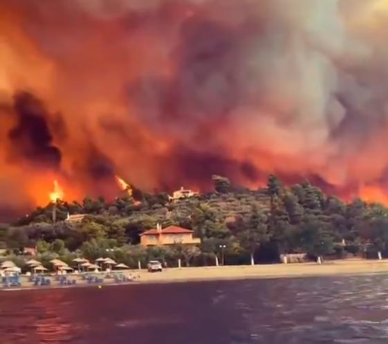Insula Evia din Grecia, cuprinsă de flăcări uriașe. Sunt cel puțin 55 de focare active. FOTO & VIDEO
