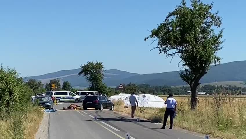 Grav accident în județul Brașov. Doi copii au murit după ce două mașini și o căruță s-au ciocnit