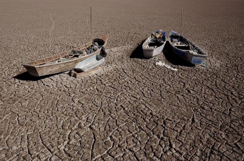 Video. Lacul din Anzi care s-a transformat într-un deșert de sare