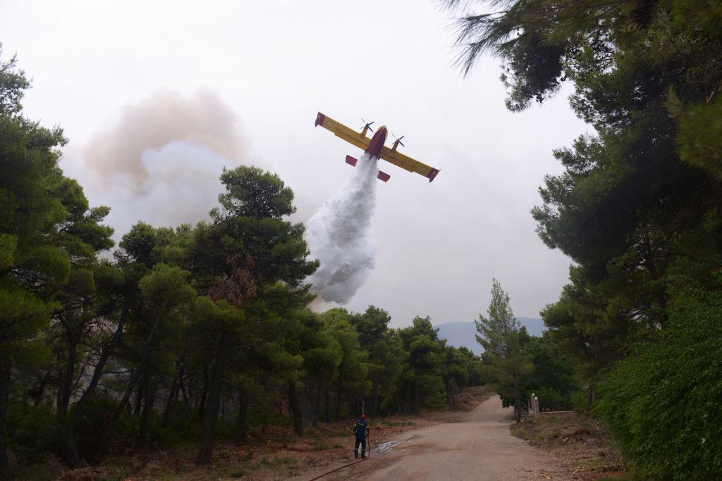 Un avion pentru stingerea incendiilor s-a prăbuşit în Grecia