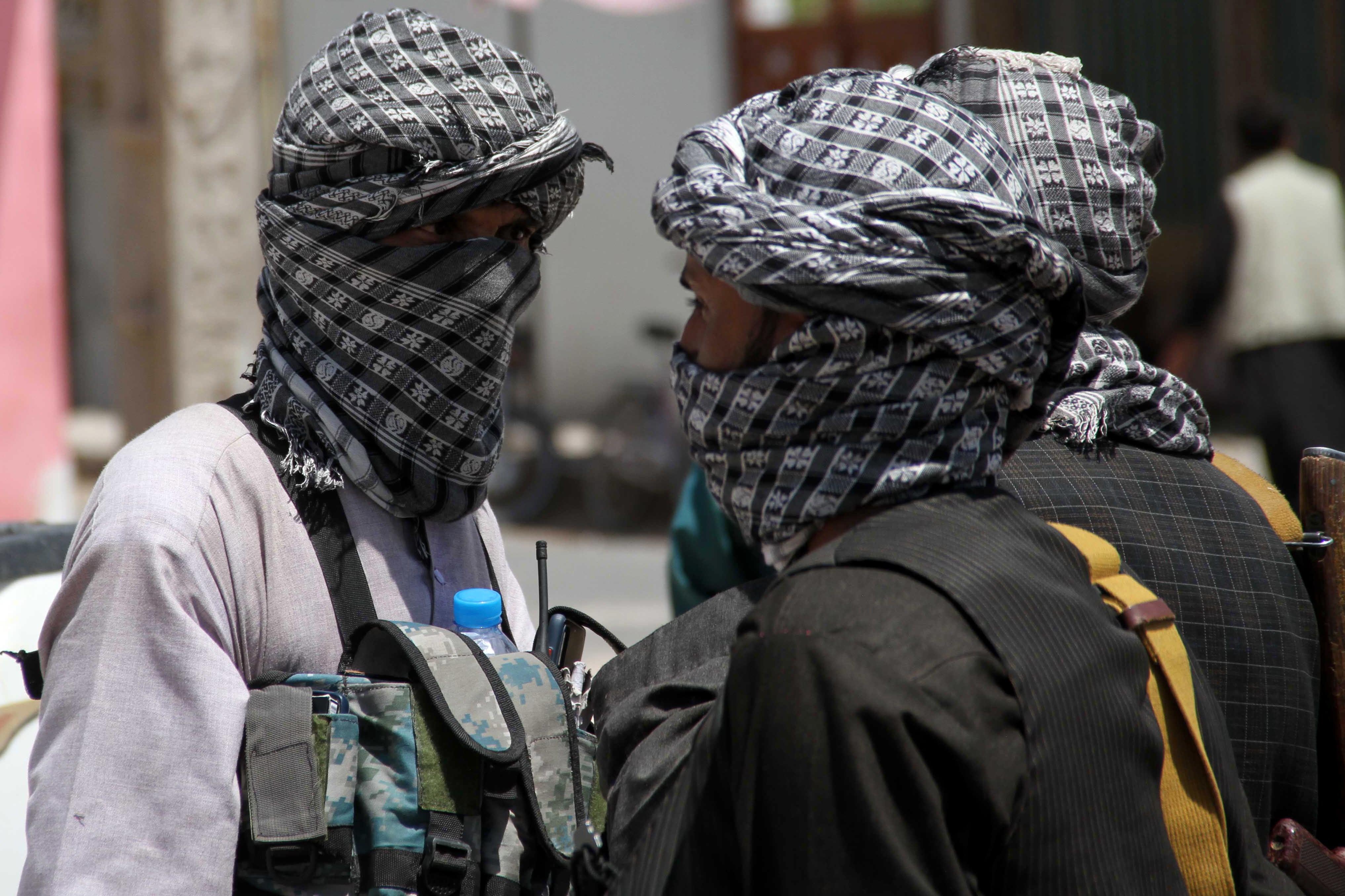 Facebook șterge postările favorabile talibanilor. O echipă de experți afgani filtrează întreg conținutul