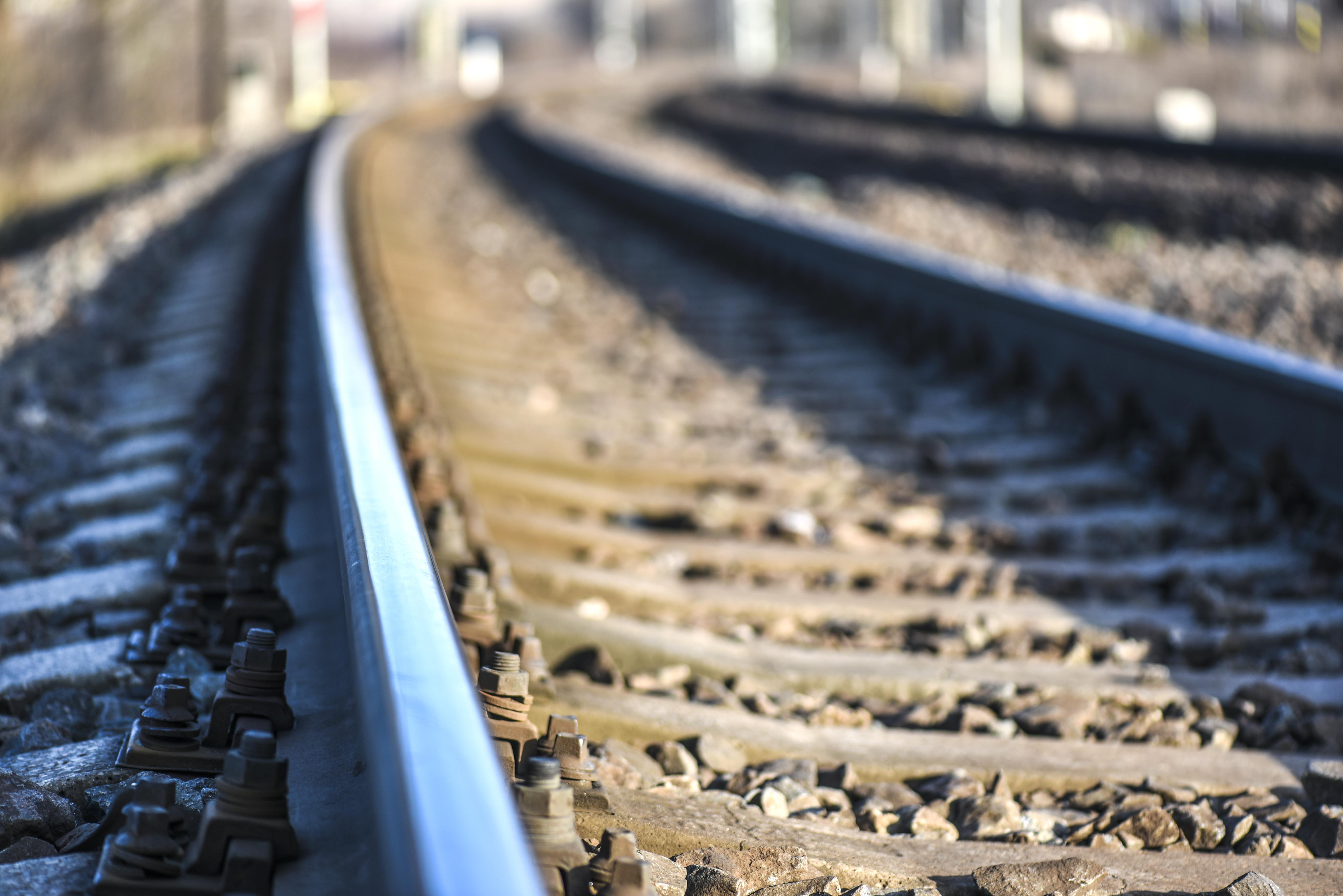 Un bărbat a fost lovit de tren, în Constanța. Se anunță întârzieri pe mai multe rute