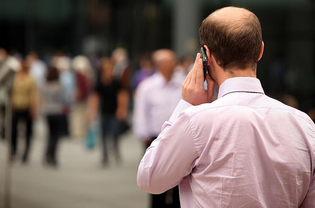 """Avertisment de la ANCOM: """"Nu sunați înapoi la numerele care vă apelează din străinătate"""". Cum decurge o fraudă"""