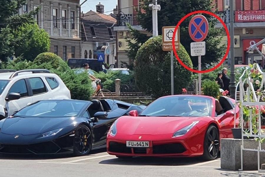 Locuri de parcare rezervate poliției din Lugoj, ocupate de două mașini de lux